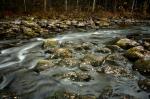 ©  - Ручей и покрытые мхом валуны в национальном парке Оуланка. Трипод, поляризационный фильтр и длинная выдержка.