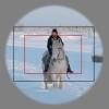 ©  - Objektiiv joonistab kaamerasse sõõrikujulise kujutise. Must ristkülik tähistab pildiala mille jäädvustab täiskaader-sensoriga (FX) kaamera. Punase ristkülikuga tähistatud alasse jääb poolkaader-sensoriga (DX) kaameraga pildistades.