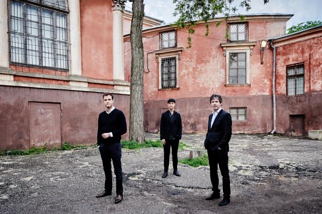 © Kaupo Kikkas -  Trio õhtul pärast loojangut hämarduvas valguses. Autofookus töötab koos polariseeriva filtriga laitmatult.