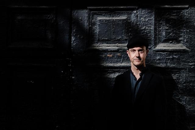 © Kaupo Kikkas -  Портрет Флориана при контрастном освещении. Прекрасные детали и диапазон.