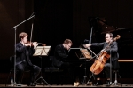 © Kaupo Kikkas -  Keeruline lavavalgus. Vivo Piano Trio