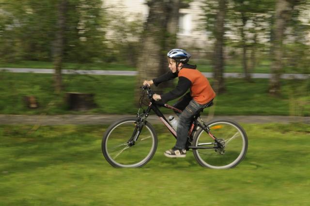 """© Aivar Pihelgas -  Siin on seadeid muudetud järgmiselt ISO 800 säriaeg 1/125 ja ava f/8. Nüüd sai jalgratturi terava kuid kaamera """"kaasa liikumine"""" andis meeldiva liikumismulje taustale."""