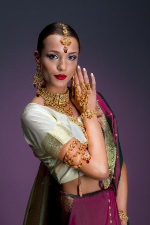 © Aivar Pihelgas -  India pidurüüs tütarlaps